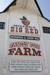 Miller's Big Red Apple Orchard (October 2007)